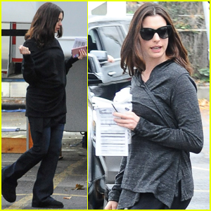 Anne Hathaway Arrives on 'Ocean's Eight' Set for the First Time
