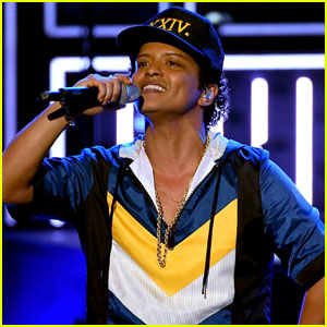 VIDEO: Bruno Mars Opens AMAs 2016 with '24K Magic'!