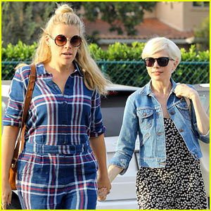 Busy Philipps & Michelle Williams Enjoy an Afternoon Shopping at Madewell!