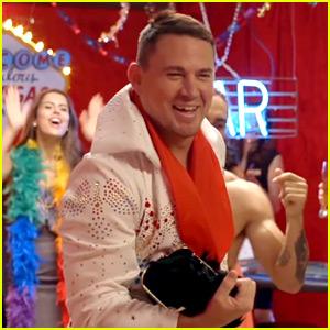 VIDEO: Channing Tatum Surprises Fans While Dressed as Elvis!