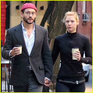 Claire Danes & Hugh Dancy Hold Hands for Stroll Around the City