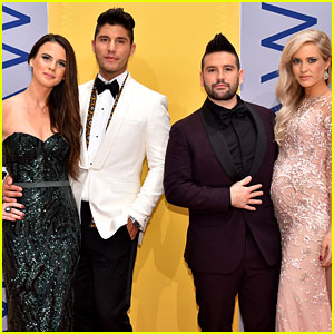 Dan + Shay's Shay Mooney Walks CMAs Carpet with Pregnant Fiancee Hannah Billingsley!