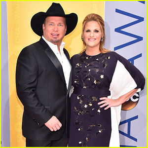 Garth Brooks & Trisha Yearwood Are Country's Power Couple at CMA Awards 2016!