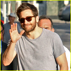 Jake Gyllenhaal Looks Buff Arriving at a Studio in Hollywood!
