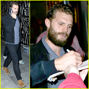 Jamie Dornan Makes Some Fans Very Happy By Signing Autrographs!