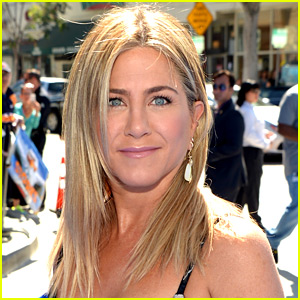 Jennifer Aniston Says 'Friends' Cast Didn't Like the Theme Song!