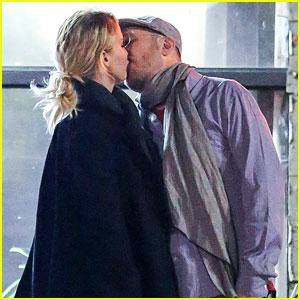 Jennifer Lawrence Kisses Boyfriend Darren Aronofsky in PDA-Filled Photos