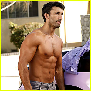 Justin Baldoni's New Shirtless Photos for 'Jane The Virgin' Are So Hot!