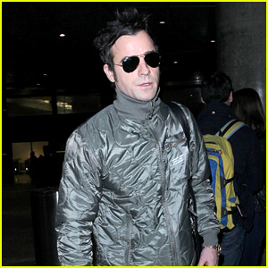 Justin Theroux Flies Back to L.A. in Time for Thanksgiving!