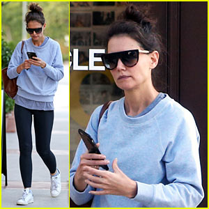 Katie Holmes Ends Thanksgiving Weekend With Christmas Lights!