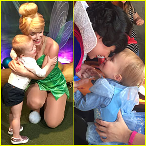 Kelly Clarkson Shares Adorable Pics From Disney World Family Vacation!
