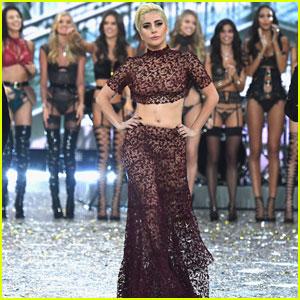 Lady Gaga Walks Victoria's Secret Fashion Show 2016 Runway With the Angels!
