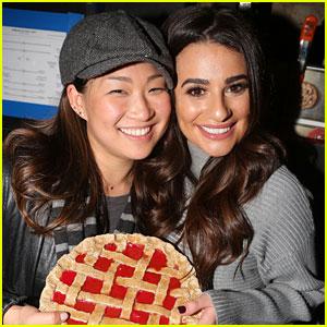 Lea Michele Reunites with 'Glee' Co-Star Jenna Ushkowitz Backstage at 'Waitress'!
