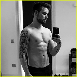 Liam Payne Posts New Shirtless Selfie with His Shaved Chest
