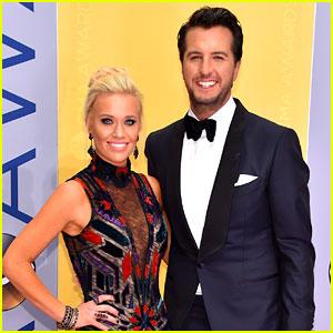 Luke Bryan Suits Up for CMA Awards 2016 with Wife Caroline Boyer!