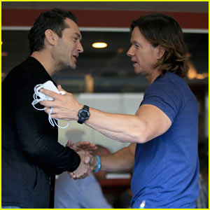 Jude Law & Mark Wahlberg Hug it Out While Bumping Into Each Other at Lunch!