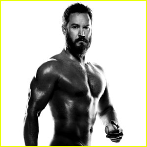 Mark-Paul Gosselaar Strips Down Alongside the 'Pitch' Cast!