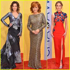Martina McBride, Reba McEntire, & Jennifer Nettles Shine at CMA Awards 2016!