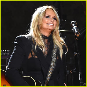 Miranda Lambert Performs 'Another Vice' at CMA Awards 2016!