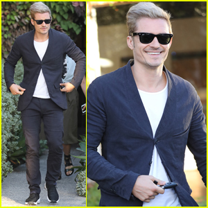 Orlando Bloom's Touches Up His Blond Locks