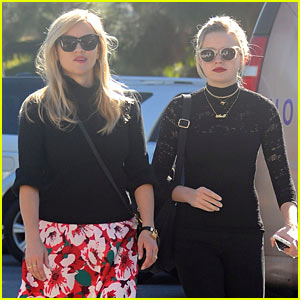 Reese Witherspoon & Daughter Ava Step Out Looking Like Twins!