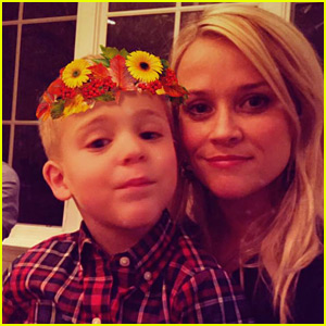 Reese Witherspoon Shares Cute Thanksgiving Family Photos!