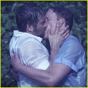 Ryan Reynolds & Conan O'Brien Make Out in Hilarious 'Notebook' Spoof - Watch Now!