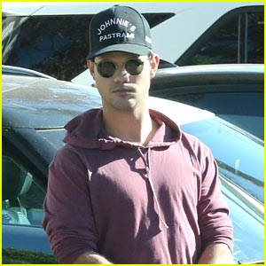 Taylor Lautner Wants His Photo to Be Sold in the Frames at Target!