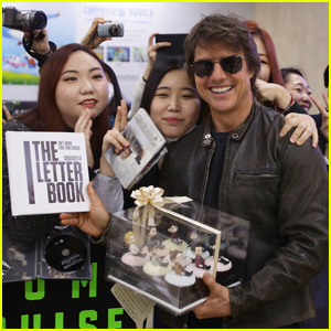 Tom Cruise Gets Mobbed By Fans While Arriving in South Korea!