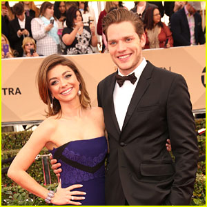 All Sarah Hyland Wants For Christmas is Pizza... Oh & Boyfriend Dominic Sherwood