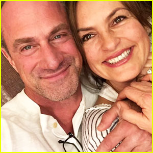 Christopher Meloni & Mariska Hargitay Reunite, Snap Selfie For Fans!