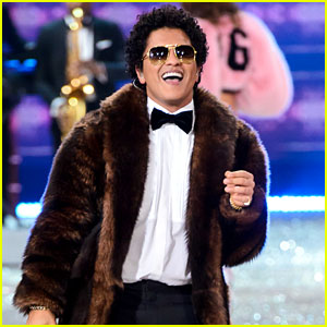 VIDEO: Watch Bruno Mars' Two Performances at the Victoria's Secret Fashion Show!