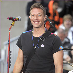 Chris Martin Performs Surprise Concert to Benefit Homeless Charity