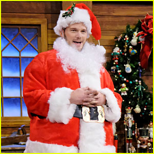 VIDEO: Chris Pratt Dresses as Santa for Mad Lib Theater on 'Fallon'