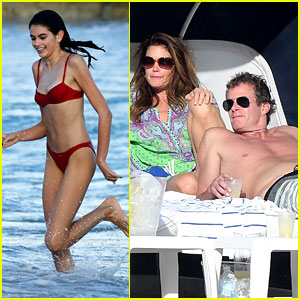 Cindy Crawford & Family Do Christmas at the Beach!