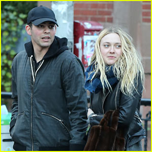 Dakota Fanning Holds Hands With Mystery Man in NYC!