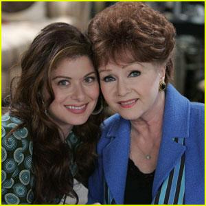 Debra Messing Remembers 'Will & Grace' Mom Debbie Reynolds