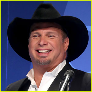 Garth Brooks In Talks to Perform at Trump's Inauguration
