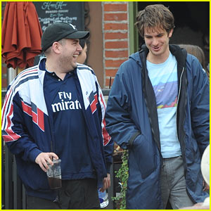 Golden Globe Nominees Andrew Garfield & Jonah Hill Meet Up for Lunch on 'Under the Silver Lake' Set