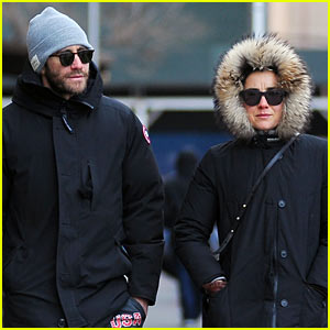 Jake Gyllenhaal Bundles Up for Stroll With Mystery Woman!