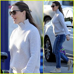 Jennifer Garner Embraces Sweater Weather in LA