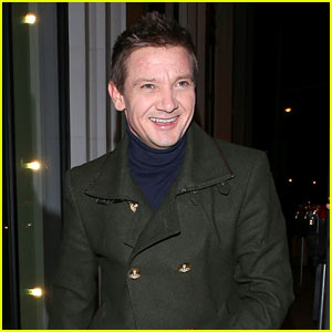 Jeremy Renner Shares Adorable Photo of Daughter Ava Decorating for the Holidays!