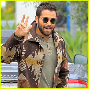 Jesse Metcalfe Braves the WeHo Rain to Holiday Shop