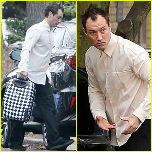 Jude Law Plays Santa Claus on Christmas Day
