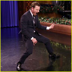 VIDEO: Michael Fassbender & Jimmy Fallon Have Intense Air Guitar Battle On 'The Tonight Show'!