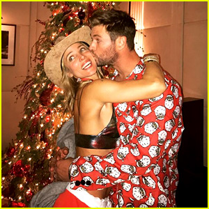 Chris Hemsworth Kisses Elsa Pataky Next to the Christmas Tree!