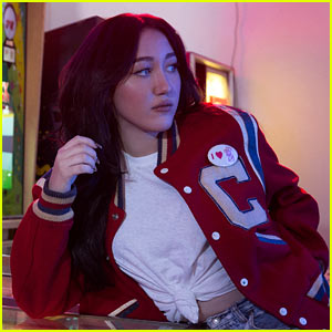 VIDEO: Noah Cyrus Debuts 'Almost Famous' With Acoustic Performance