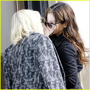 Sandra Bullock & Cate Blanchett Share a Funny Kiss on 'Ocean's Eight' Set!