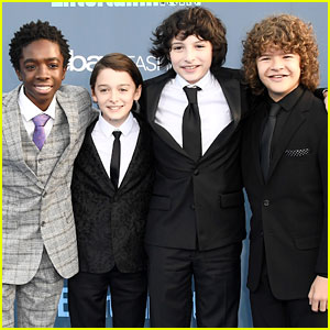 The Boys from 'Stranger Things' Buddy Up for Critics' Choice Awards 2016!