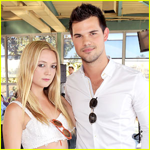 Billie Lourd's Rumored Boyfriend Taylor Lautner Sends Love After Mom Carrie Fisher's Death